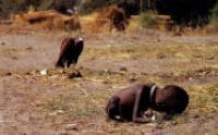 Kevin Carter (1994) - Sudan - La Bambina e l'Avvoltoio